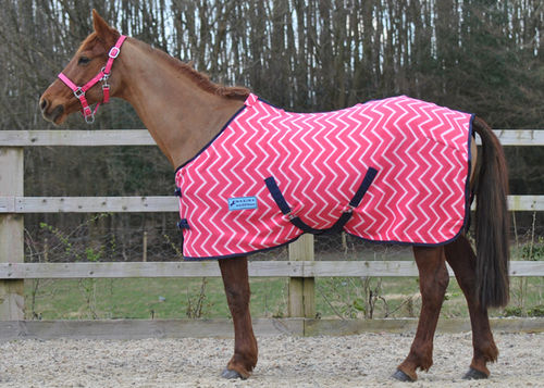 PINK ZIGZAG FLEECE RUG (STANDARD & SHETLAND SIZES)