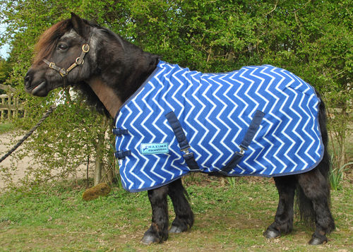 BLUE ZIGZAG FLEECE RUG (STANDARD & SHETLAND SIZES)