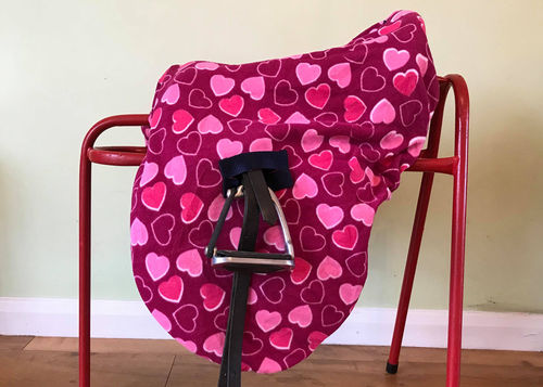 MAXIMA FLEECE RIDE-ON SADDLE COVER - PINK HEART