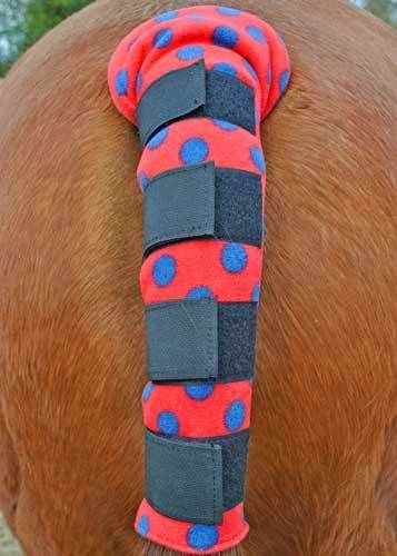FLEECE TAILGUARD - RED WITH NAVY SPOT